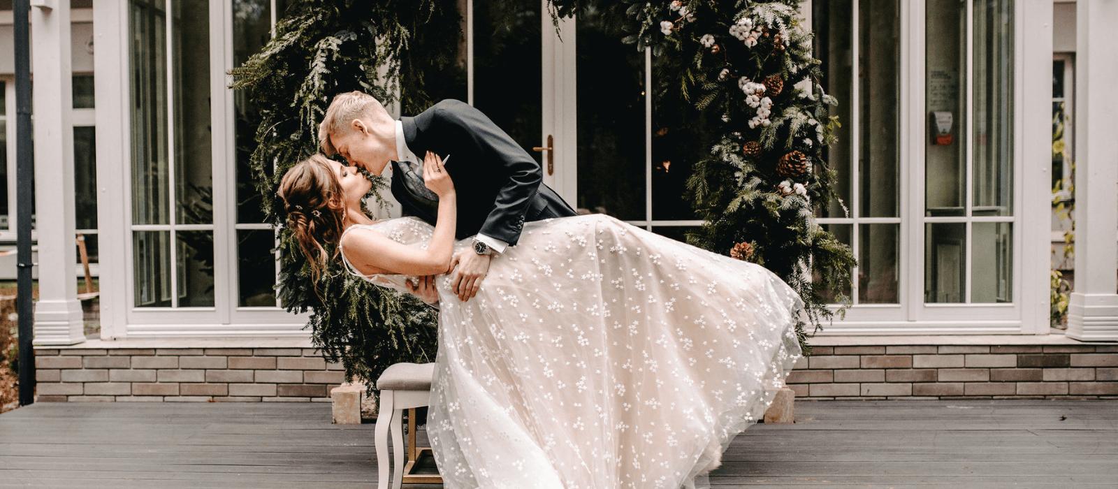 Zimowy ślub. Najnowsze trendy i inspiracje