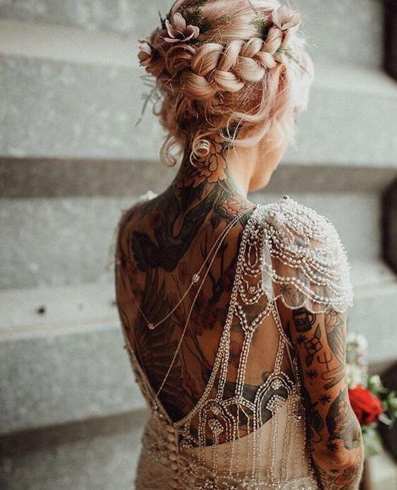 z tatuazami do slubu _ bride wedding dress tattoo _ Design Your Wedding