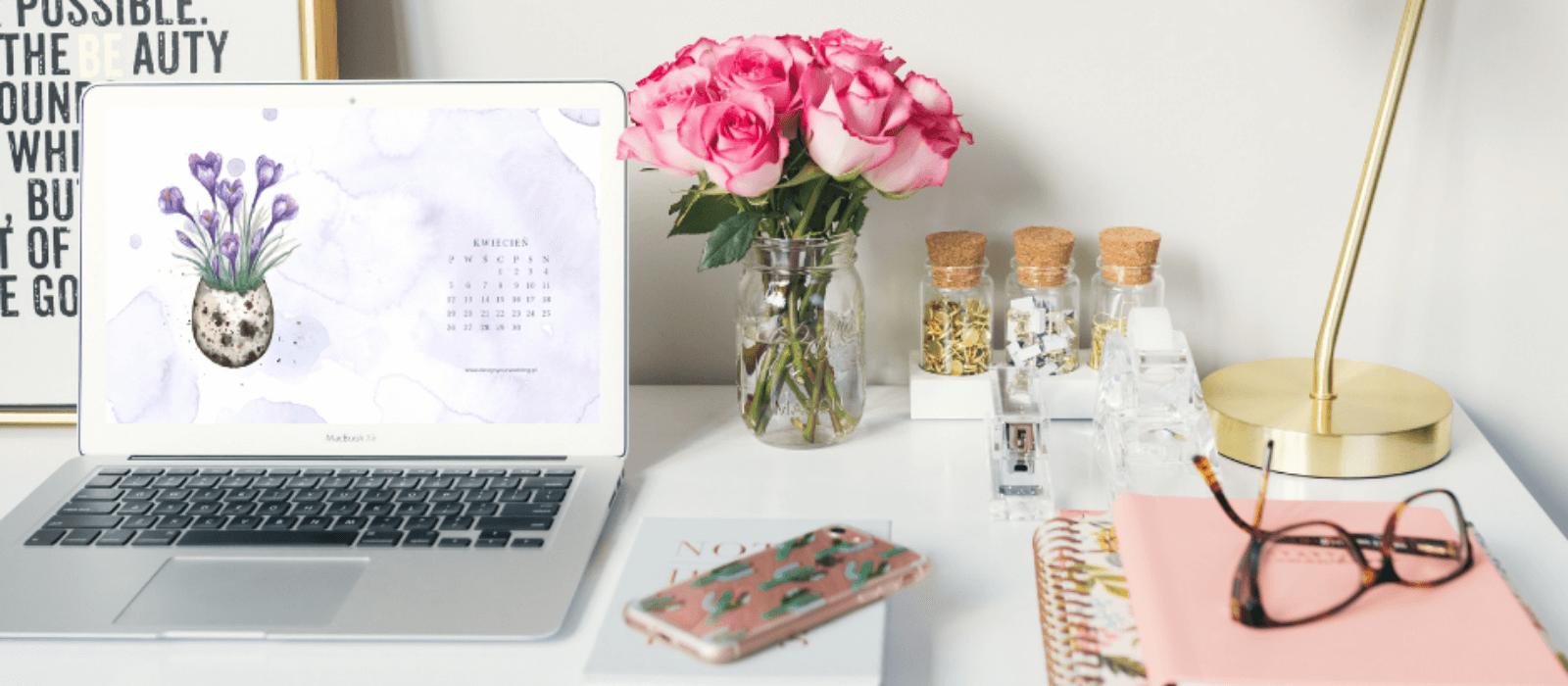 Darmowa tapeta z kalendarzem na kwiecień 2021
